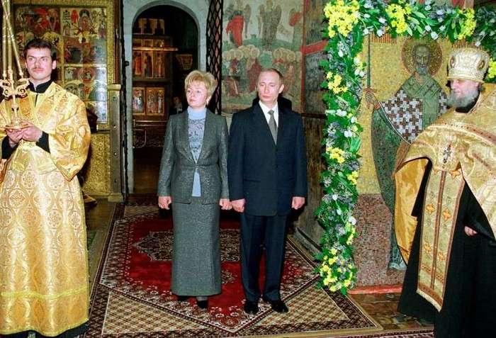 Интересные фотографии известных людей <br><br><b> <b>Торжественный молебен в связи с вступлением нового президента РФ в должность. Москва. РФ. 7 мая 2000 года.</b> </b><br><img class=