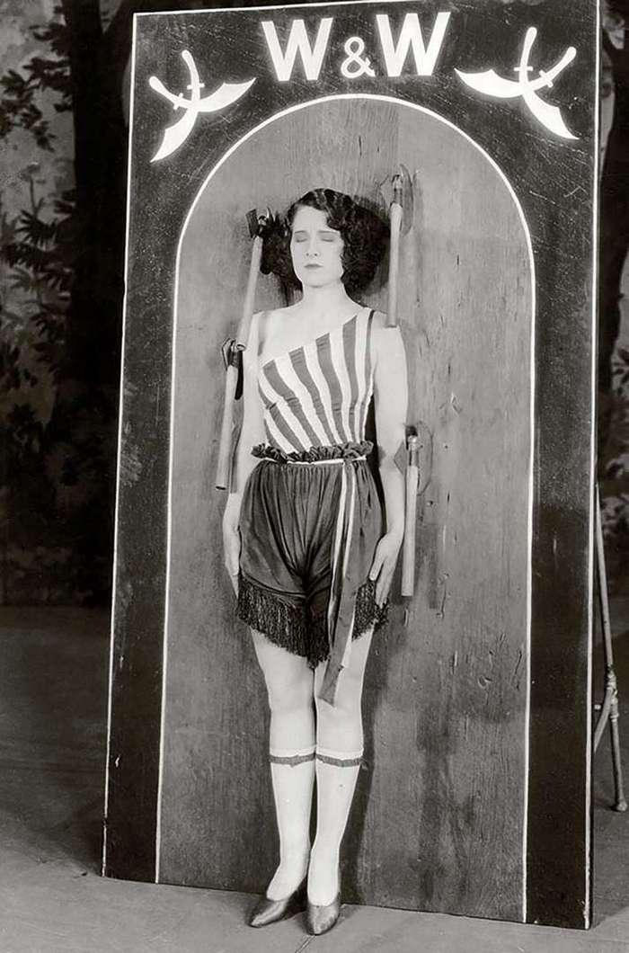 Очень интересные исторические фото <br><br><b> <b>Суровые развлечения, 1926 год.</b> </b><br><img class=