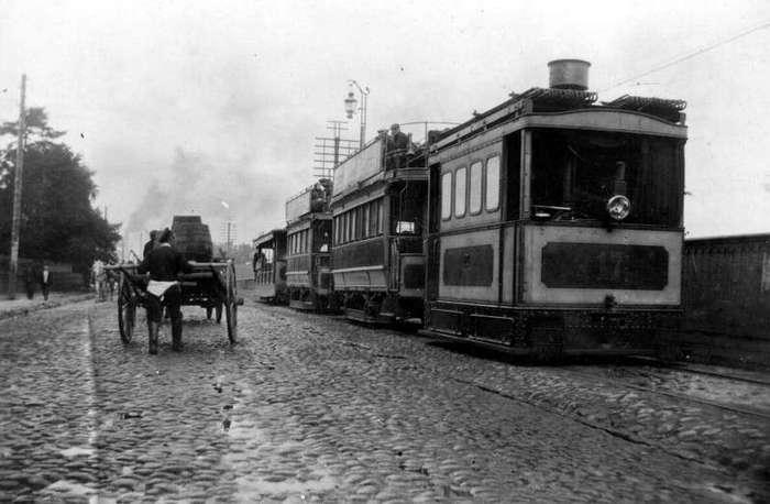 Очень интересные исторические фото <br><br><b> <b>Паровой трамвай на пути из Санкт–Петербурга до деревни Мурзинки на Шлиссельбургском проспекте. 1903 г.</b> </b><br><img class=