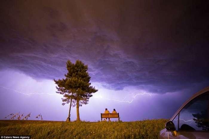 Британию смыло дождем <br><br>Под сполохами молний Лондон заливают потоки дождя.<br /> <img class=