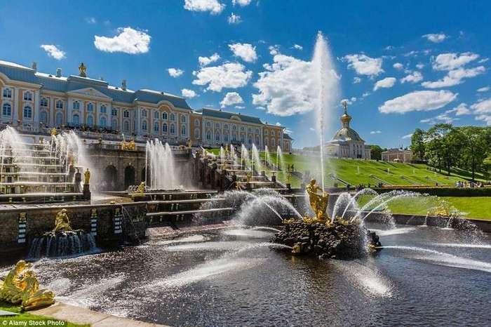 10 самых прекрасных садов мира <br><br>Со временем у Бутчартов появились Японский (на фото), Итальянский, Средиземноморский сады и розарий.<br /> <br><b> <b>Дворцово-парковый ансамбль Петергоф.</b> </b><br><img class=