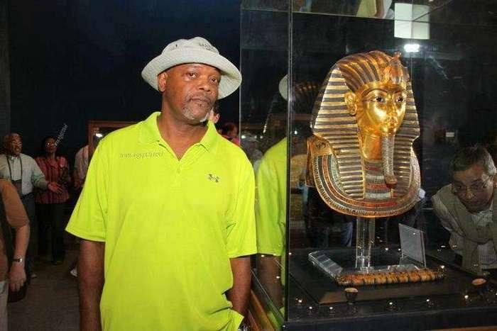 Египет. Калейдоскоп фотографий <br><br><b> <b>Сэмюэл Л. Джексон в Каирском Музее</b> </b><br><img class=