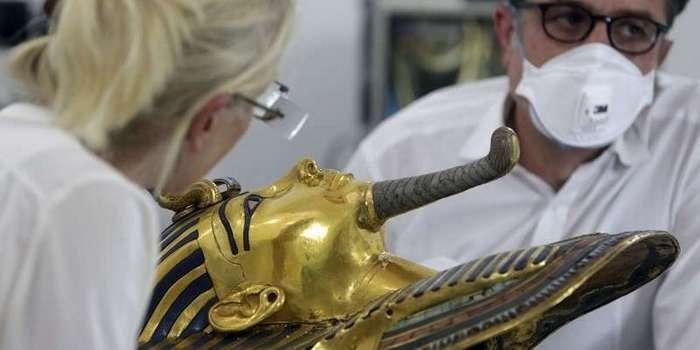 Египет. Калейдоскоп фотографий <br><br><b> <b>Восстановление маски Тутанхамона после чудовищного ремонта эпоксидным клеем</b> </b><br><img class=