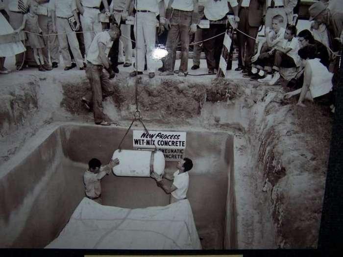 Plymouth захороненный в бункере 50 лет назад -20 фото-