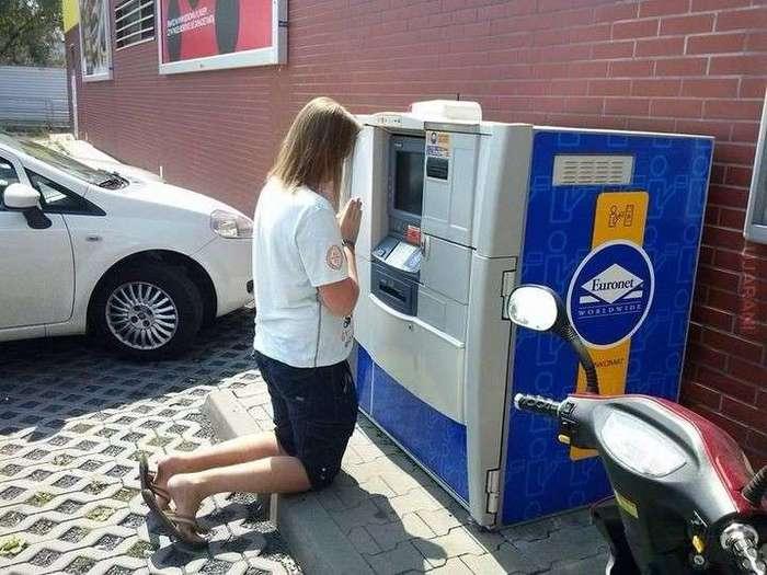 Как правильно снимать деньги в банкомате? -18 фото-