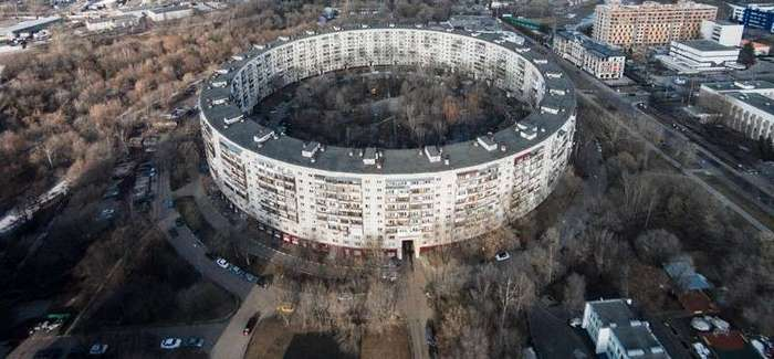Как устроена жизнь в круглом доме на улице Довженко в Москве-14 фото-