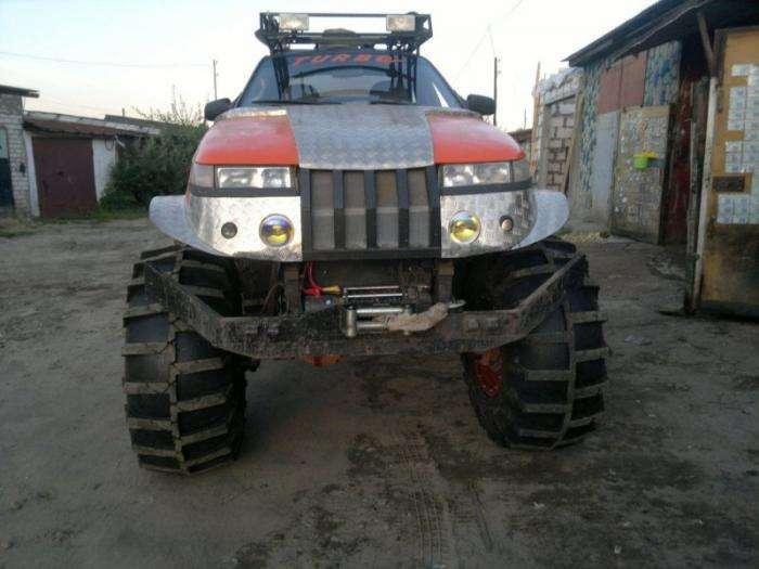 Внедорожный монстр, построенный из ВАЗ-2112 (6 фото)