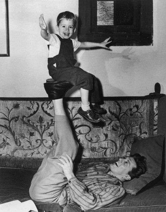Кирк Дуглас - последний живой актер -Золотой эры- Голливуда (23 фото)