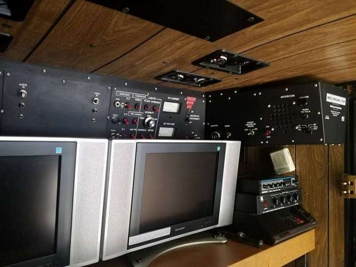 Продается фургон ФБР для слежки, с шпионскими штуками внутри-12 фото-