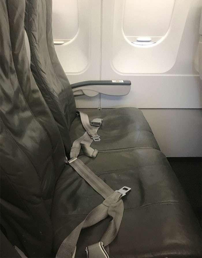 Девушка думала, что у нее лучшие места в самолете, но рядом оказался худший в мире пассажир-3 фото-