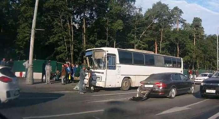 Авария дня. Мажор устроил крупное ДТП на Волоколамском шоссе-3 фото + 3 видео-