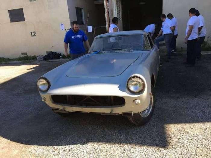 Ferrari, которую больше 30 лет прятали в квартире-19 фото-