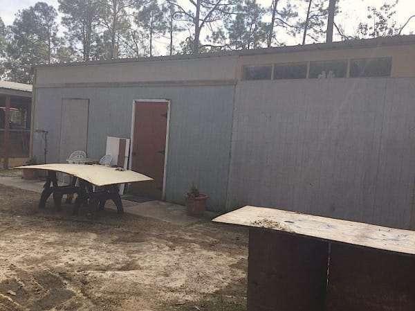 Она превратила свой старый гараж в потрясающий летний домик. Я бы от такого не отказалась!