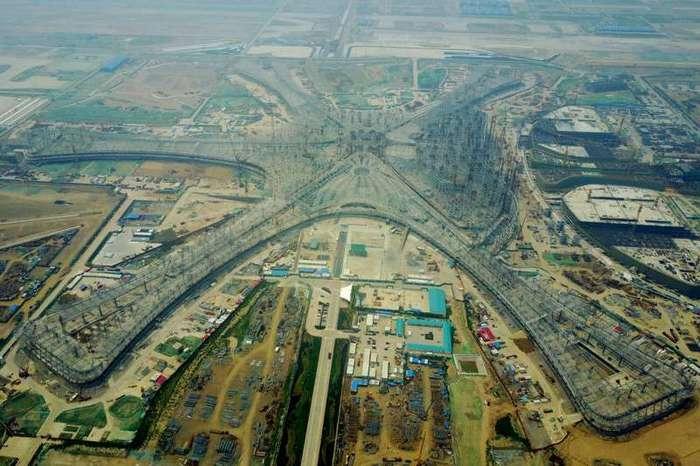 В Китае строят самый большой в мире аэропорт, и вот как он будет выглядеть-7 фото-