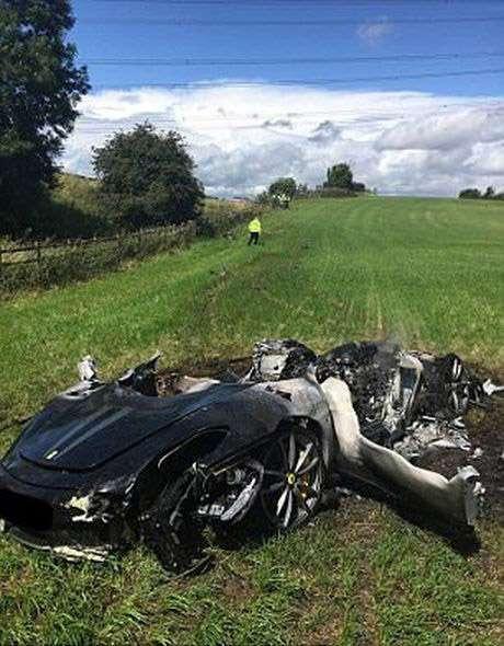 Ferrari превратился в груду пепла всего через час после покупки-3 фото-