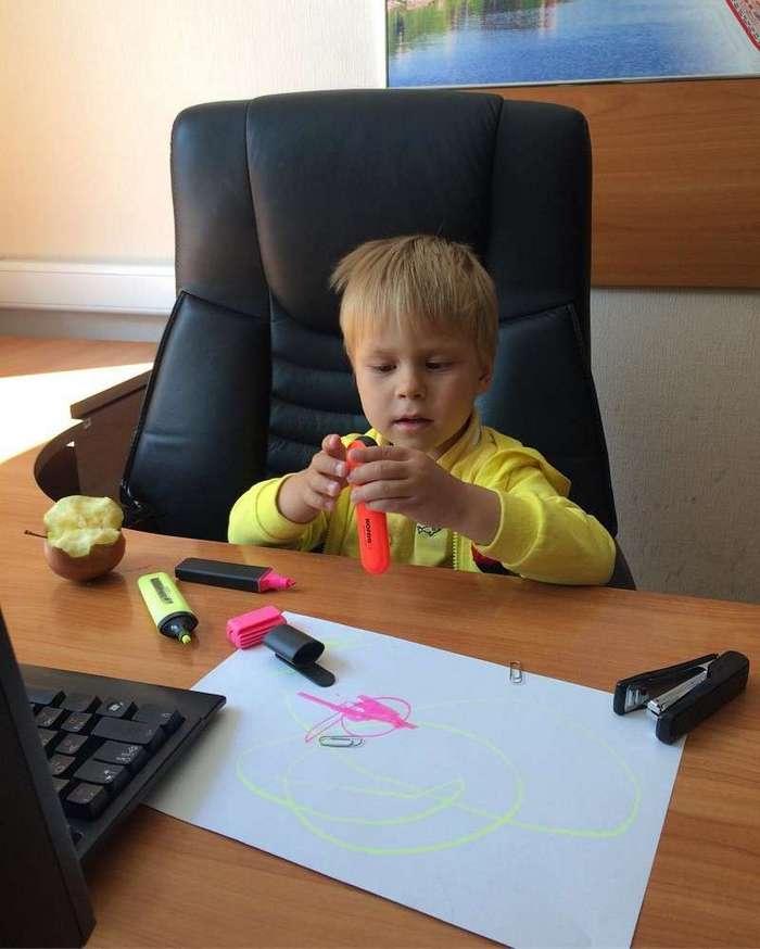 Я сегодня взял ребенка на работу: директор предложил премию, чтобы я увел его обратно-23 фото-