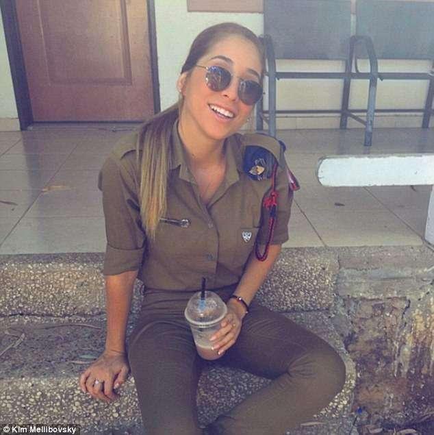 Военнослужащая израильской армии завоевывает Instagram без оружия