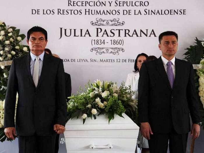 На лицо ужасная, добрая внутри: жизнь и смерть бородатой Хулии, женщины-обезьяны из Мексики