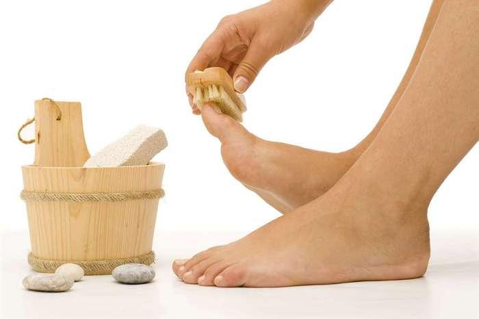 Почему трескаются пятки на ногах? Как их лечить и в чем 44