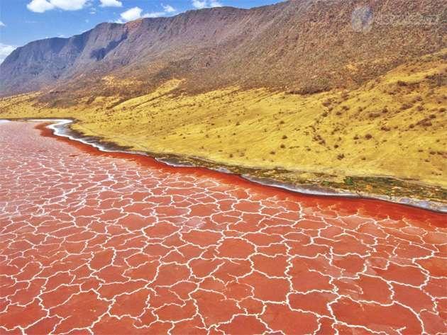 Прогулка по одному из самых странных озер мира