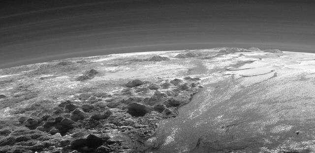 Плутон в объективе