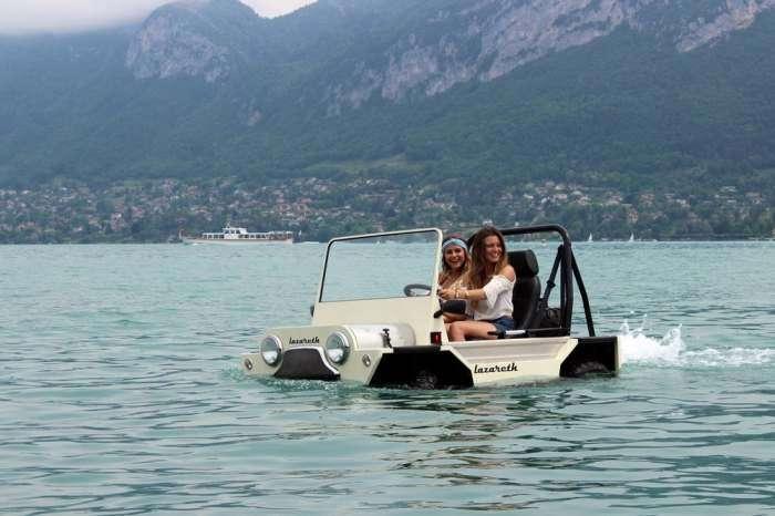 Самый маленький автомобиль для езды по суше и по морю