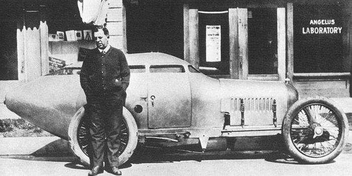 -Золотая субмарина- - автомобиль из далёкого прошлого, который опередил своё время