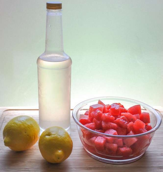 Красное и чёрное: два быстрых, но особенных рецепта лимонада, которые отлично освежат в жару