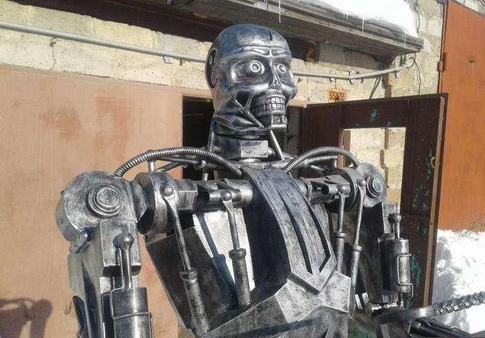 -Мне нужны твои уголь и мясо- - в Омске Терминатора пустили на мангал (5 фото)