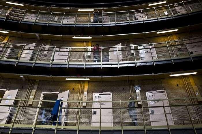 Заключенным в голландских тюрьмах начнут выдавать ключи от камер