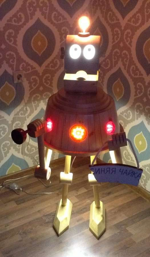 Необычный светильник: робот с планеты Шелезяка (15 фото)