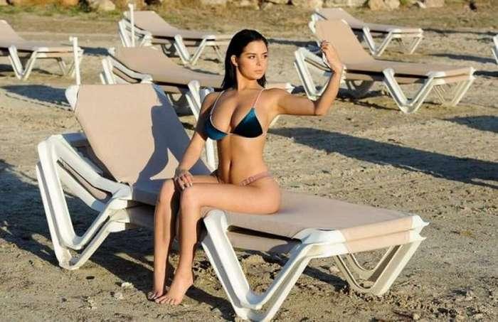 Теплое лето и девушки в бикини (23 фото)