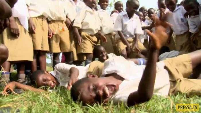 Диковинное и необъяснимое: Эпидемия смеха в Танганьике (ныне Танзания) (9 фото)