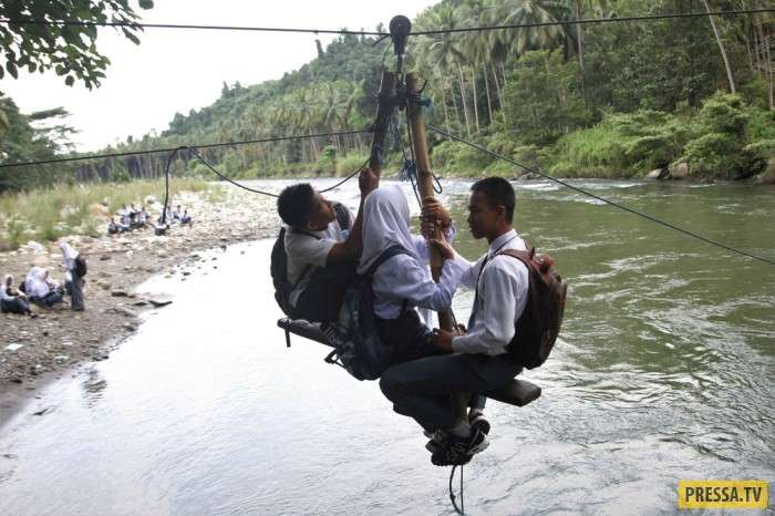 Интересные моменты жизни людей в Индонезии (25 фото)