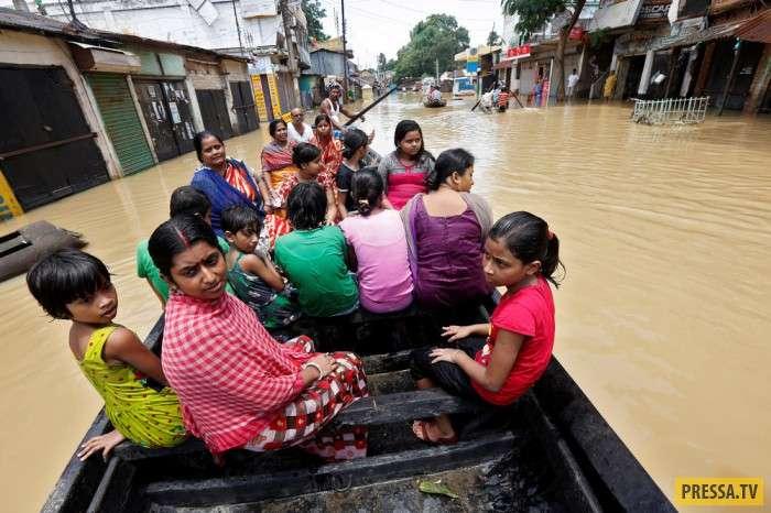 Интересные моменты жизни людей в Индии (23 фото)