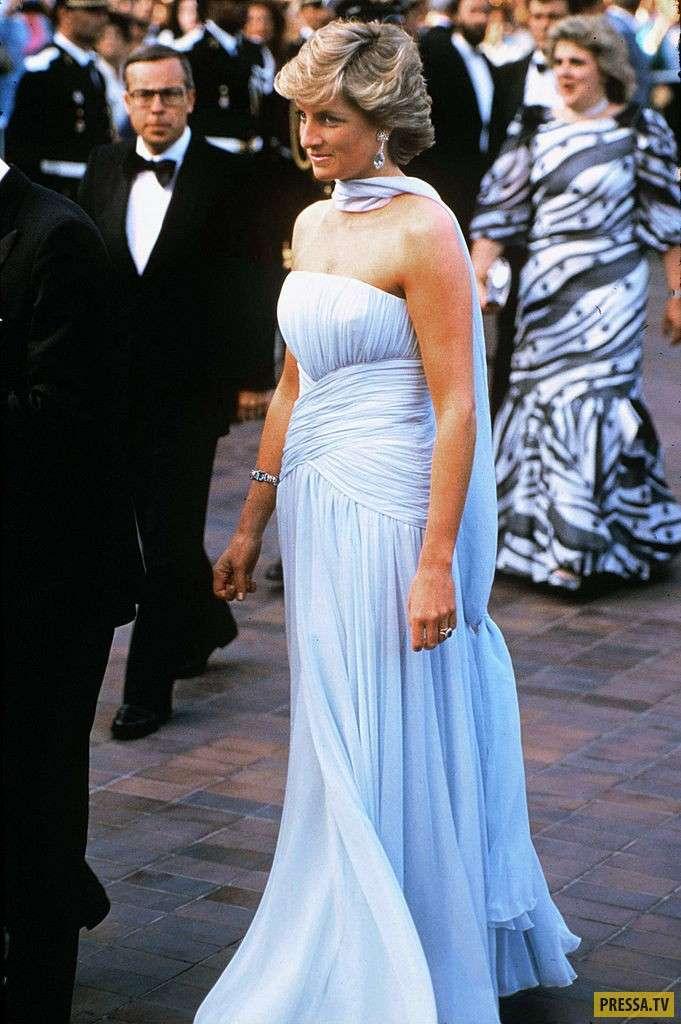 Самые дорогие платья звездных красавиц (15 фото)