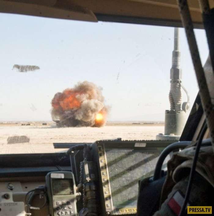 Пуски ракет, взрывы, выстрелы из орудий и сногсшибательные девушки (95 фото)