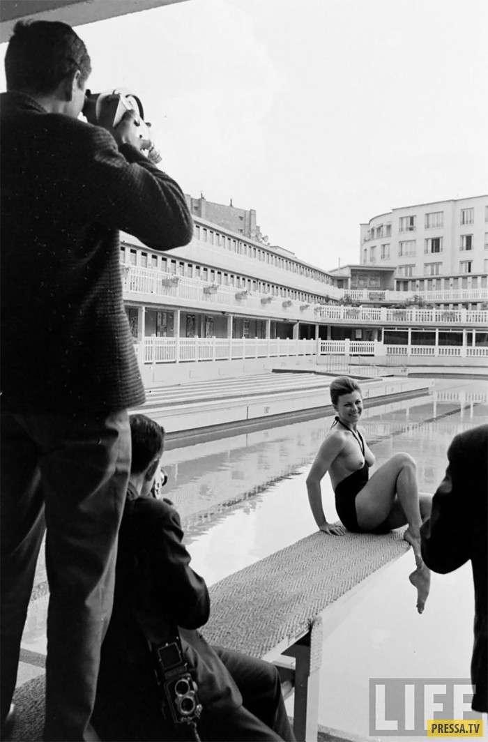 Так вот каким был первый монокини! Модный прорыв 1964 года (15 фото)