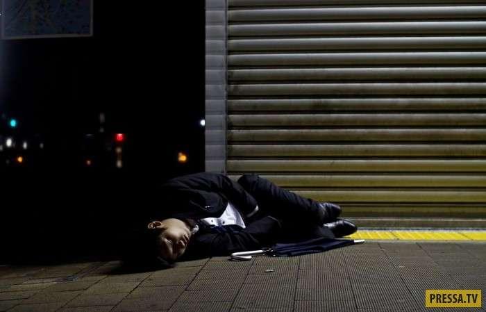 Одинаковые бизнесмены в Японии (15 фото)