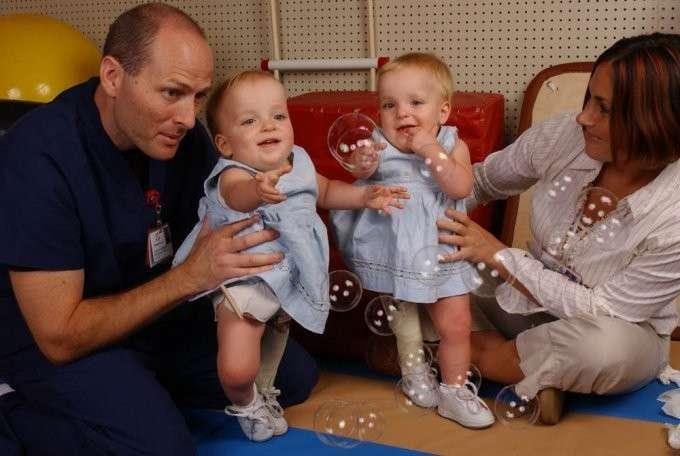 Беспечные родители оставили новорожденных тройняшек, и вот что из этого вышло