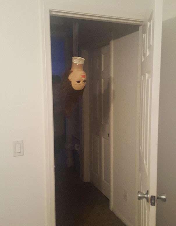 как напугать соседей ночью