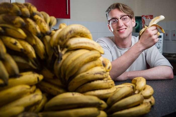 Этот молодой датчанин ест всего 150 бананов в неделю-11 фото-