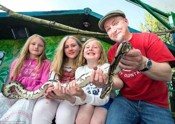 Семейство из Кента поселилось в собственном зоопарке-16 фото-