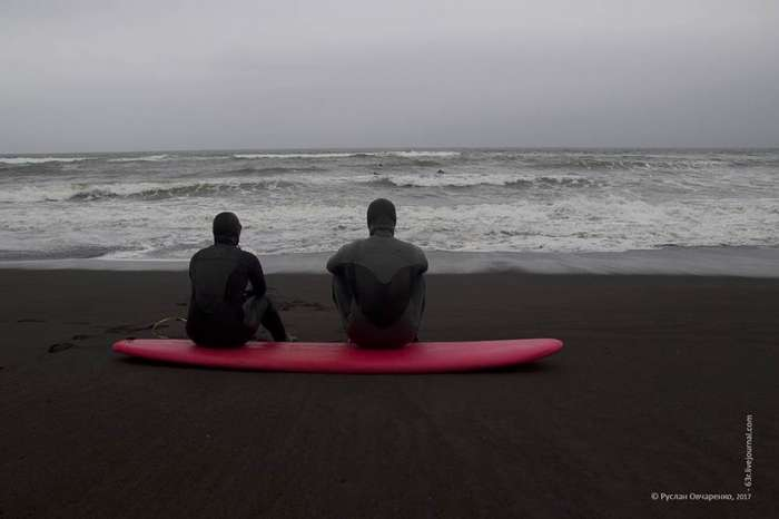 Серфинг по-черному. Халактырский пляж как гнездо Камчатского серфинга-30 фото-