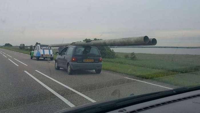 Пьяный голландец пытался увезти два фонарных столба на крыше легковушки-3 фото-