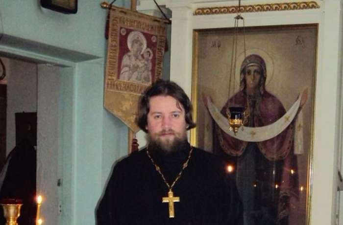 Российского священника, задержанного в витебском борделе, заподозрили в организации проституции-2 фото-