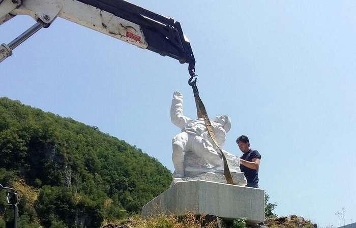 Открытие памятника Герою РФ Александру Прохоренко в Италии-3 фото-