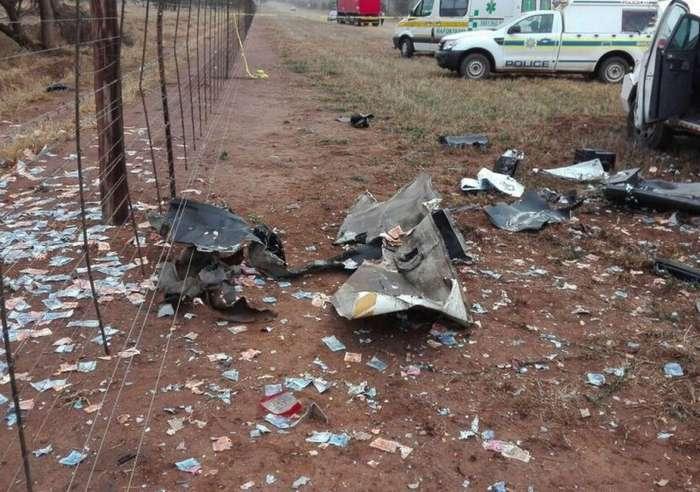 Разбойники взорвали фургон с наличными в ЮАР-7 фото-