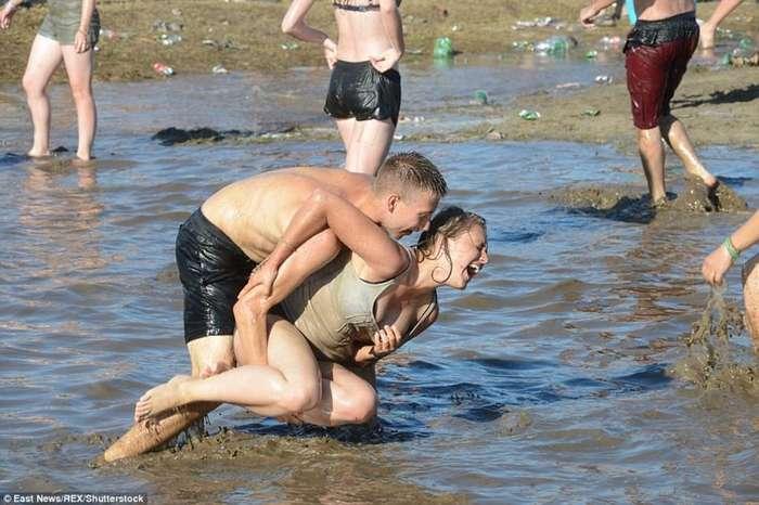 Самый -грязный- музыкальный фестиваль в Польше прошел в духе протеста правительству-12 фото-