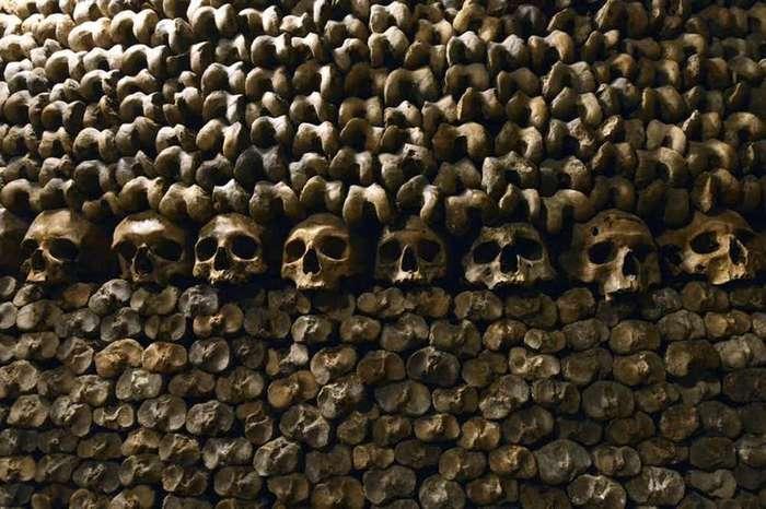15 пугающих снимков, сделанных в катакомбах под Парижем-16 фото-